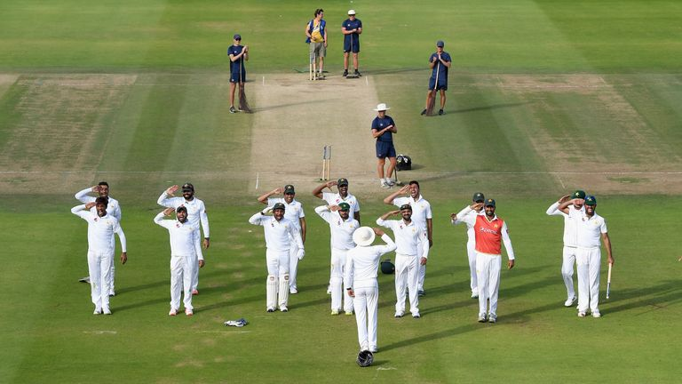 Pakistan salute Younis Khan in celebration after winning at Lord's