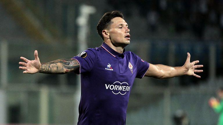 Fiorentina striker Mauro Zarate has joined Watford