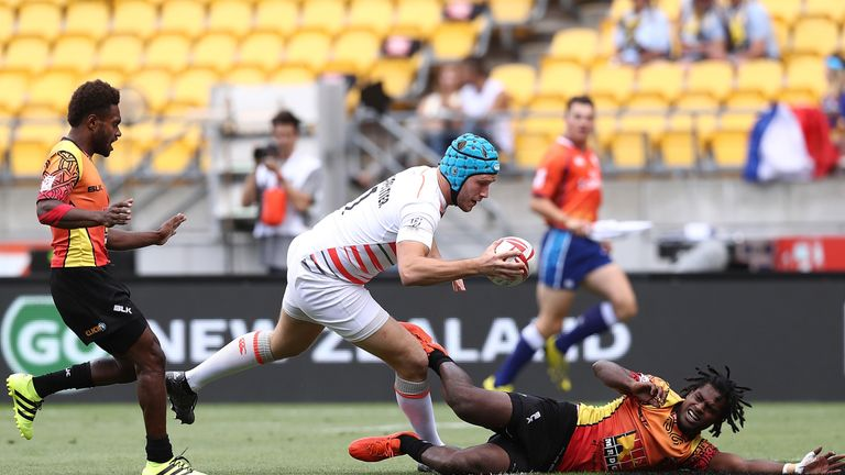 Richard de Carpentier scores a try against Papua New Guinea
