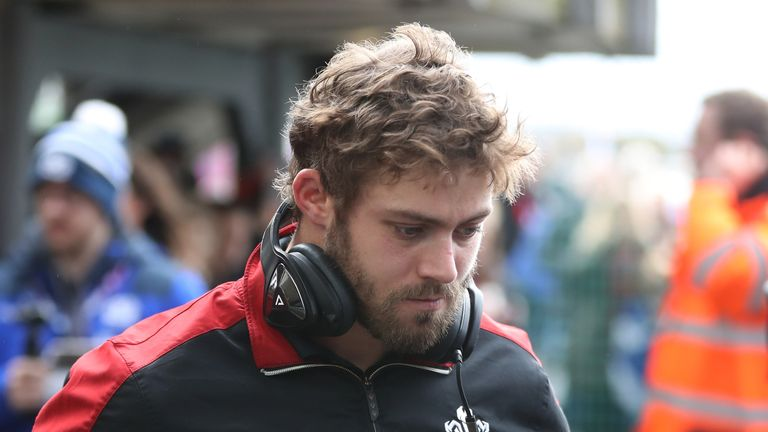 Leigh Halfpenny has signed a dual contract with Wales and Scarlets