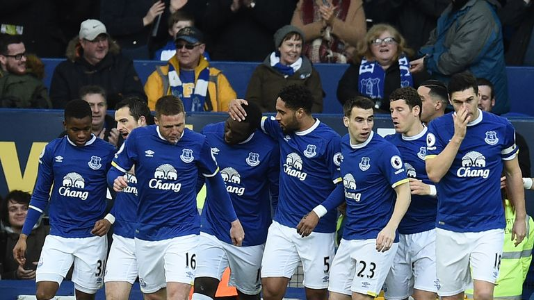 Romelu Lukaku (C) celebrates with his Everton team-mates