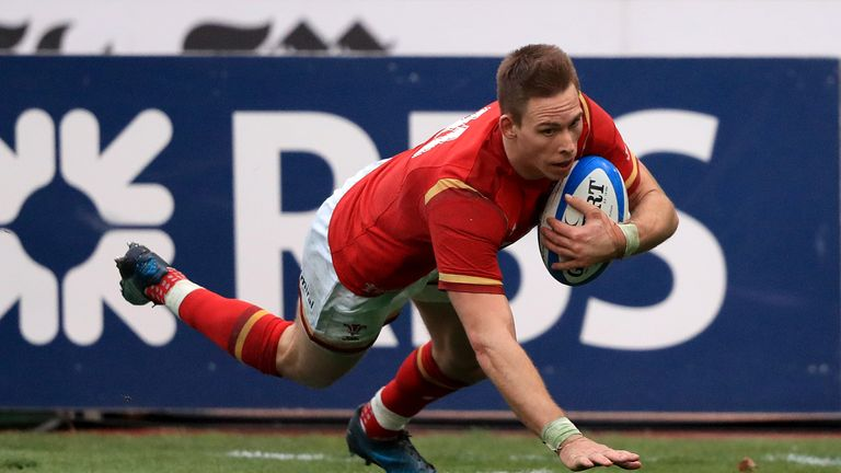 Liam Williams crosses for Wales' second try