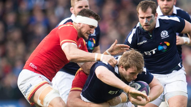 Sam Warburton gets to grips with Jonny Gray during Wales' defeat to Scotland
