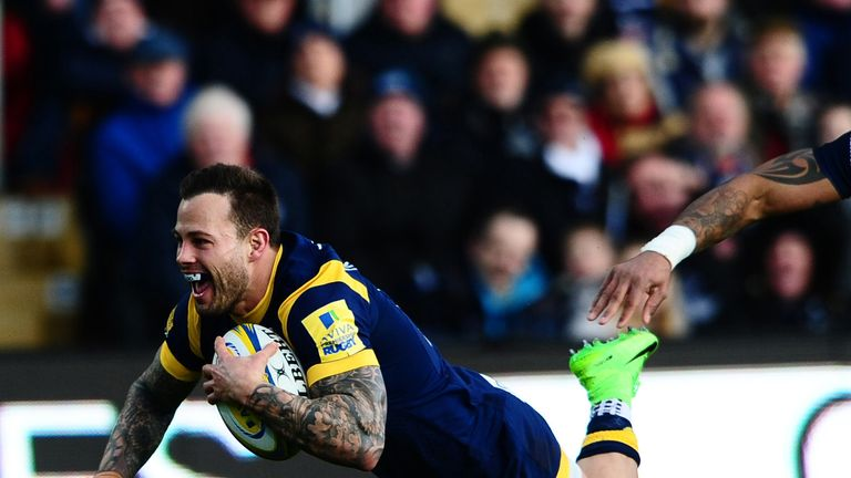 Francois Hougaard dives over to score for Worcester