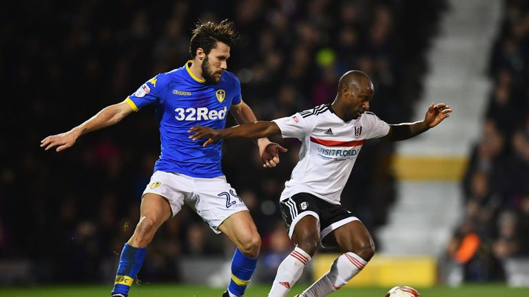 Sone Aluko holds off Alfonso Pedraza during the 1-1 draw at Craven Cottage
