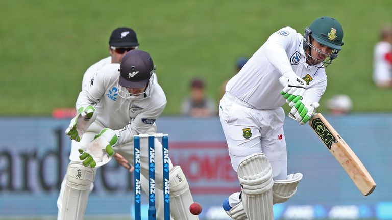 Quinton de Kock played a key innings for South Africa despite having a damaged finger