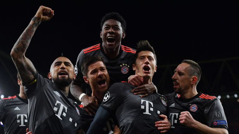 Robert Lewandowski (2R) celebrates with team-mates after scoring from the spot