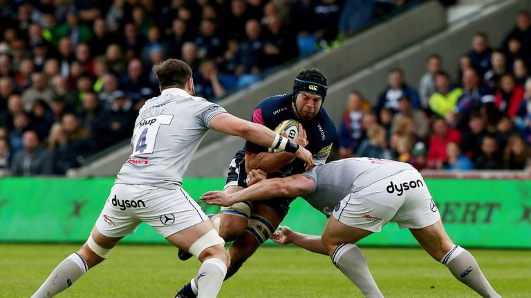Josh Beaumont takes on the Bath defence