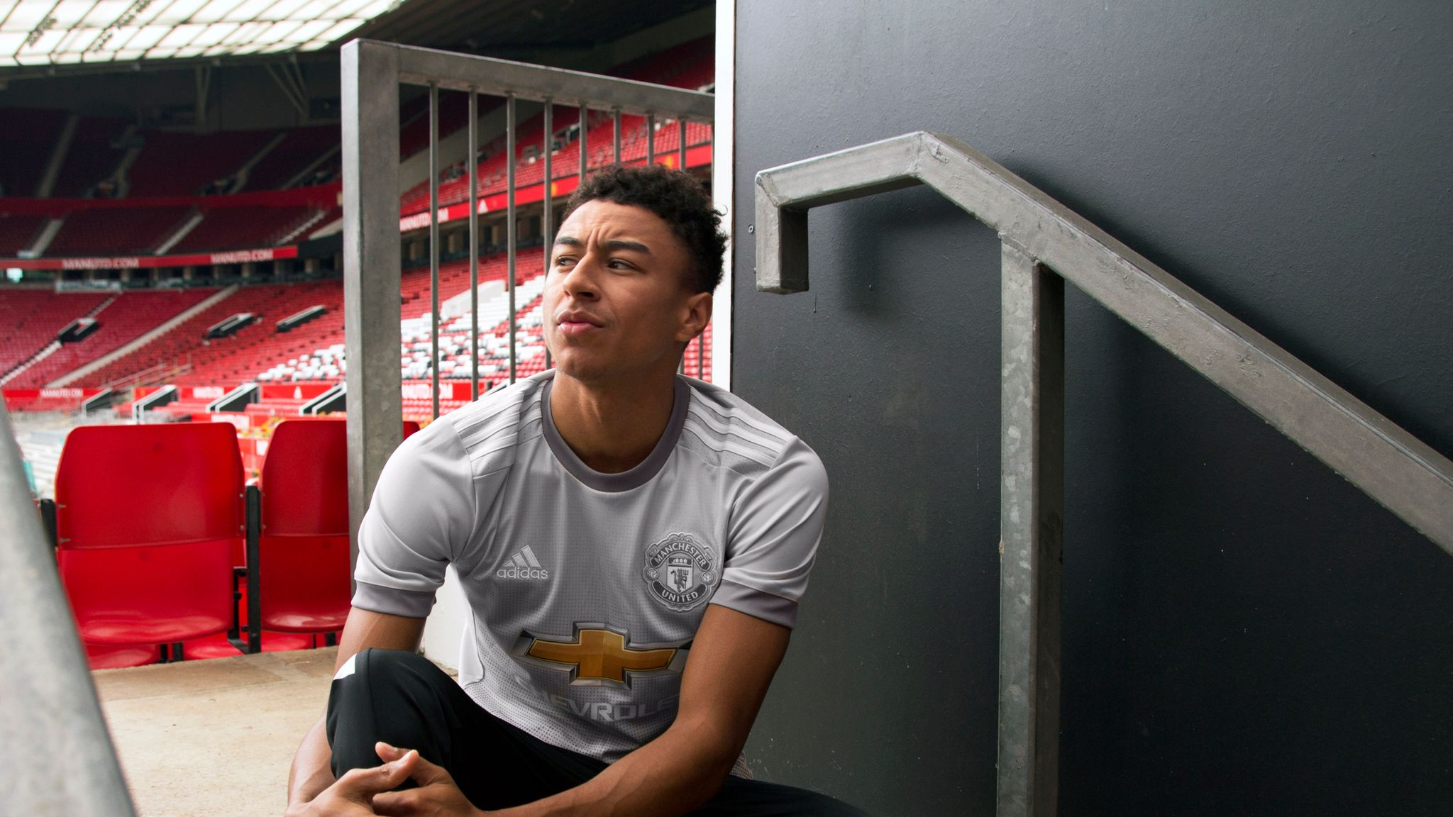 buy popular 94236 bc494 Manchester United unveil grey third kit for new season ...