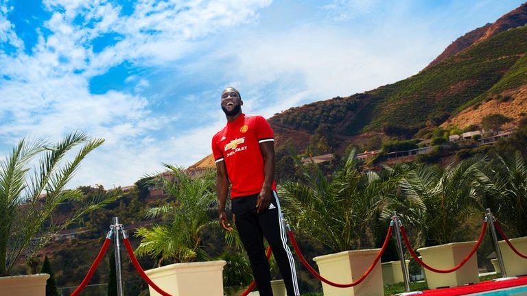 Lukaku completed a medical in Los Angeles. Photo: Twitter/@ManUtd