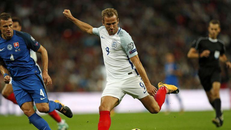 Let Harry Kane focus on scoring goals, says Phil Neville