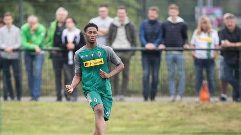 Reece Oxford returned on loan to Monchengladbach in January