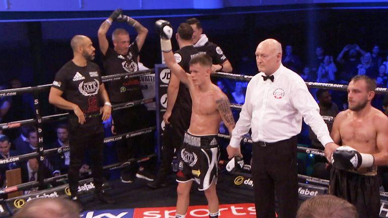 Charlie Edwards won all eight rounds against Craig Derbyshire