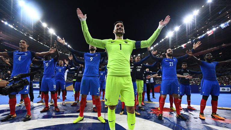 France's players celebrate with the thunderclap in front of their fans in Paris