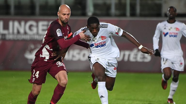 Amiens' Harrison Manzala (R) vies for possession against Metz