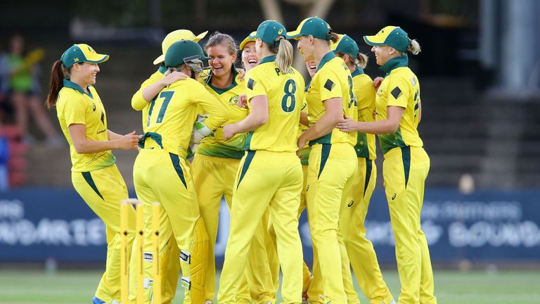 Australia and England drew 8-8 on points as the Southern Stars retained the Women's Ashes in 2017