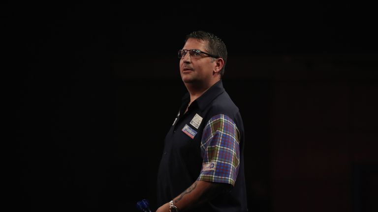 Gary Anderson reached the semi-final as the world's best battled for the title