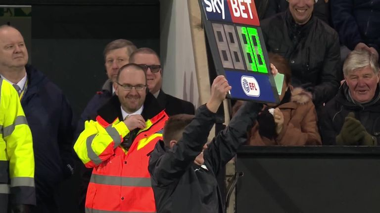 The fan turned fourth official struggled with the timing board