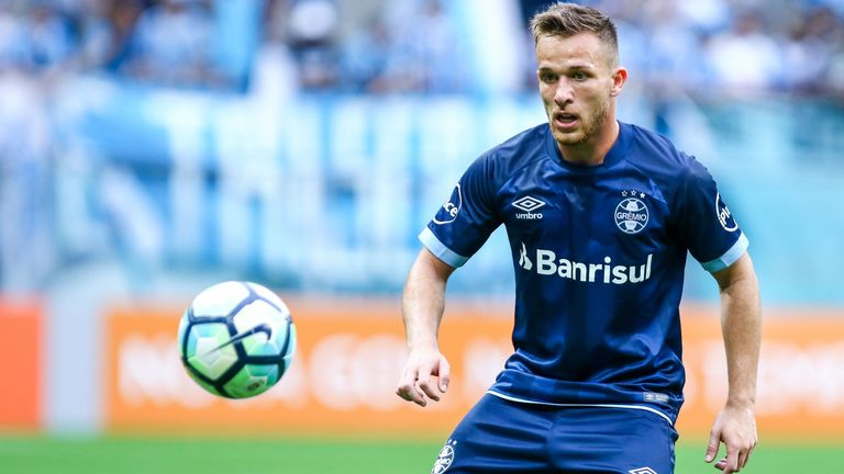 Gremio representatives were in Barcelona on Monday looking to tie up loose ends on the proposed deal that would see Arthur move to the Nou Camp