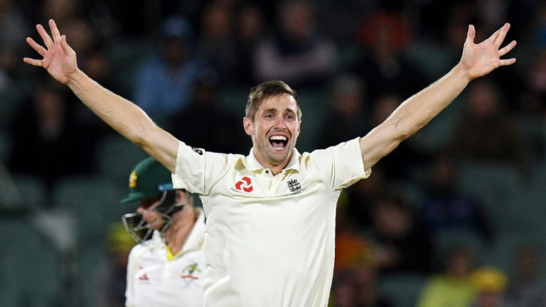 Chris Woakes claimed the two key wickets of David Warner and Smith