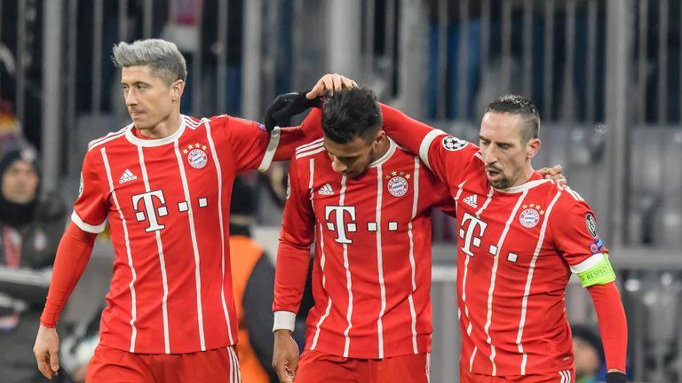 Bayern Munich's French midfielder Corentin Tolisso (C) is congratulated