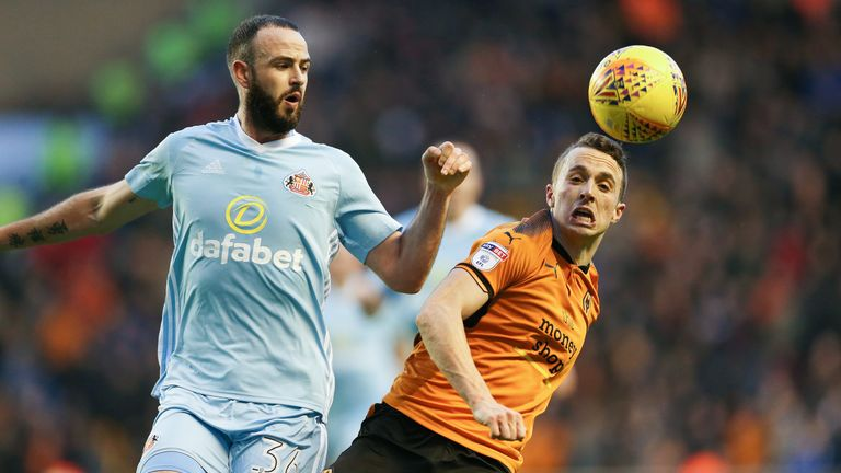Ten-man Sunderland frustrated out-of-sorts Wolves to claim a deserved 0-0 draw