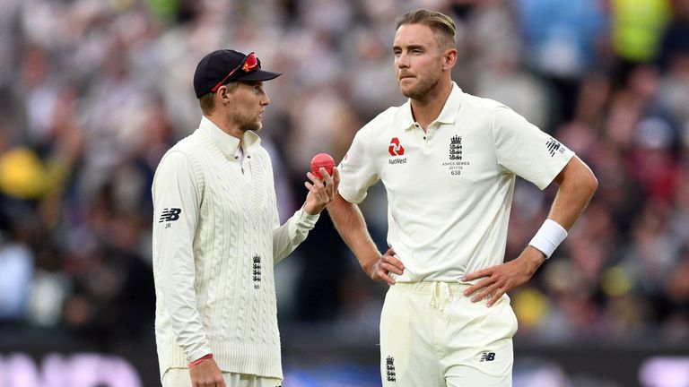 Joe Root (L) speaks to Broad during the second Test