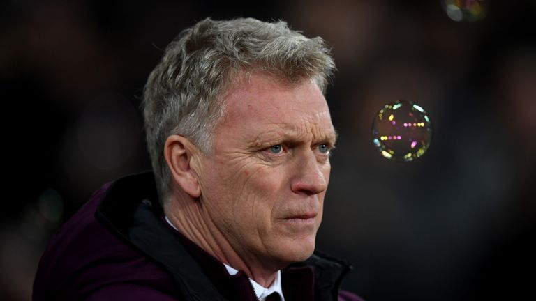 Moyes thinks referees should be supported when they make marginal decisions