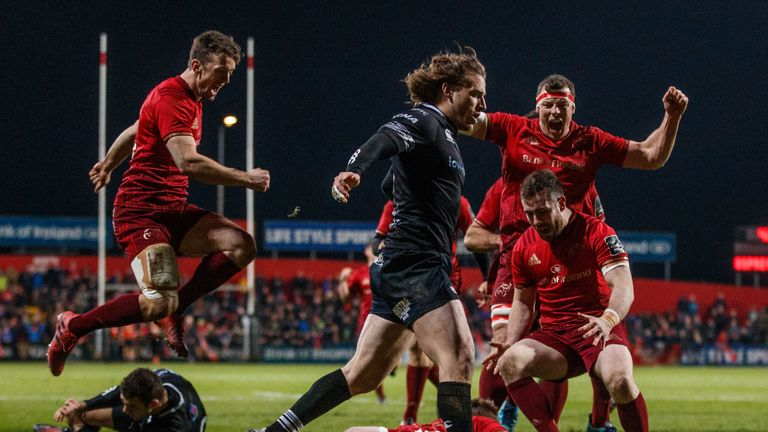 Rory Scannell's try saw Munster secure the bonus point