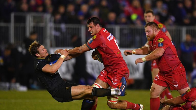 Aaron Shingler bumps off Chris Cook