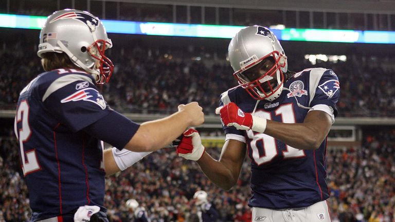 Randy Moss (R) caught 23 touchdown passes from Tom Brady in 2007
