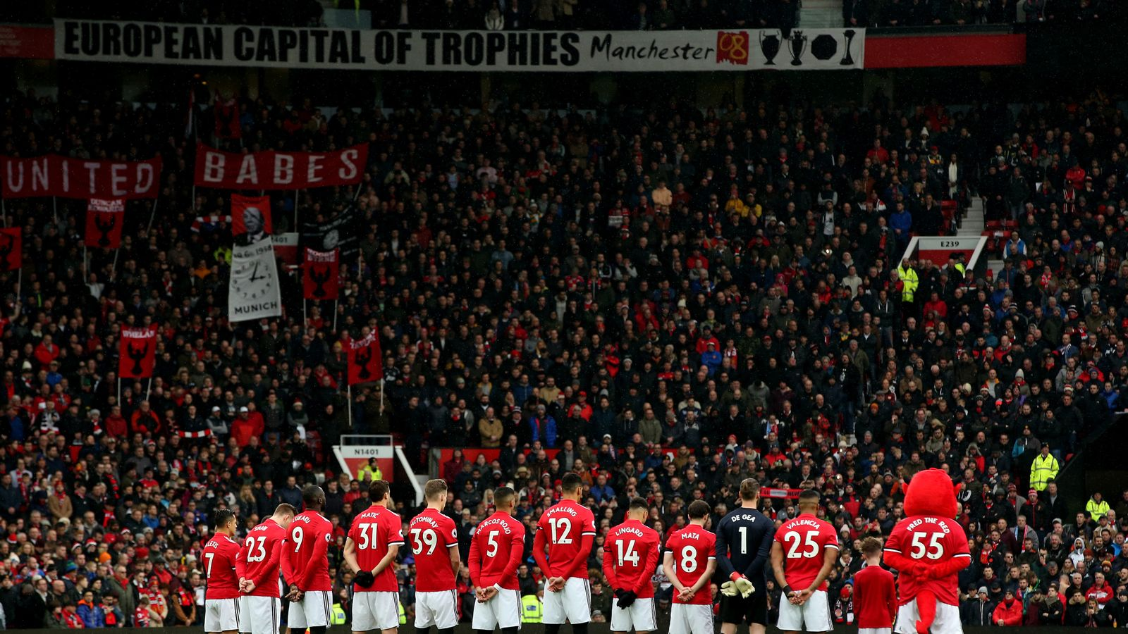 Manchester United Honour Munich Victims On 60th Anniversary
