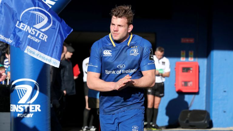Jordi Murphy runs onto the pitch on the occasion of his 100th appearance for Leinster Rugby