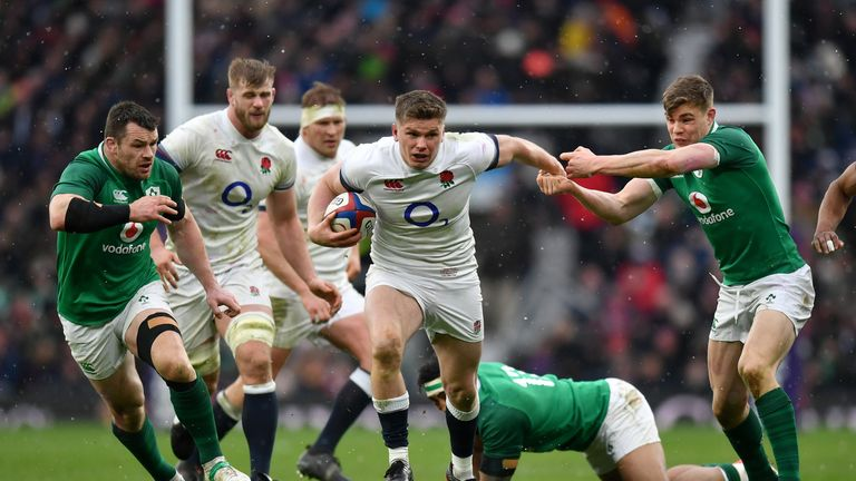 Owen Farrell attacking against Ireland in England's final Six Nations encounter