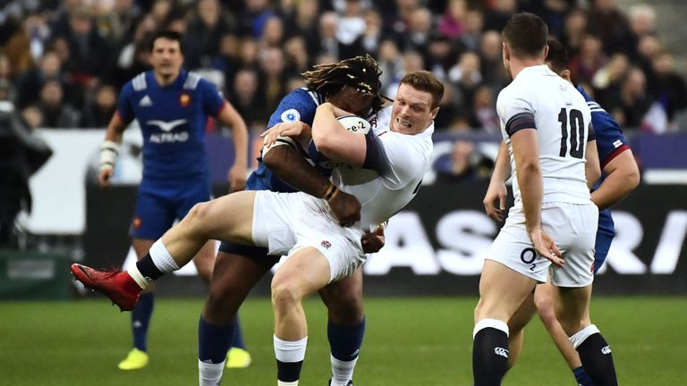 Sam Simmonds (C) is tackled by France centre Mathieu Bastareaud