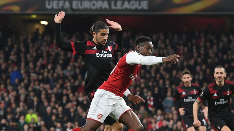 Danny Welbeck goes down to win Arsenal a penalty