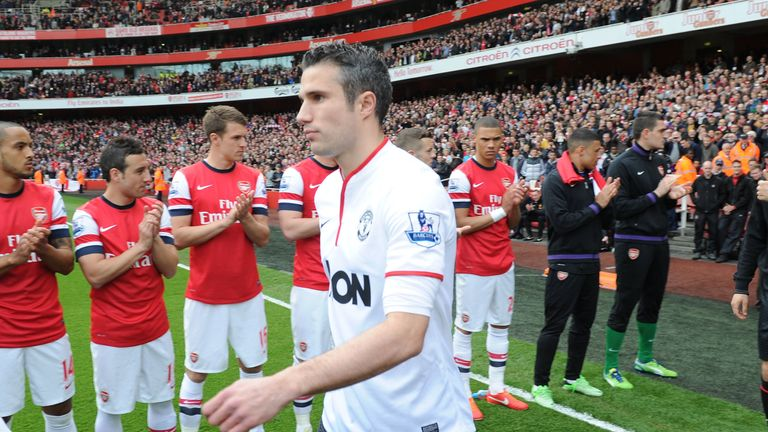 Arsenal reluctantly applaud Manchester United, and Robin van Persie onto the pitch