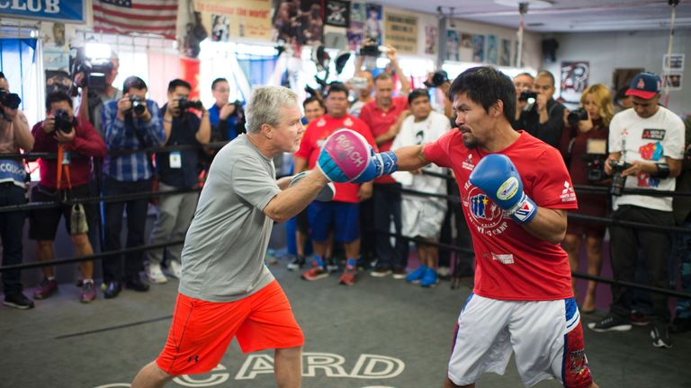 Roach works out with Manny Pacquiao in 2016