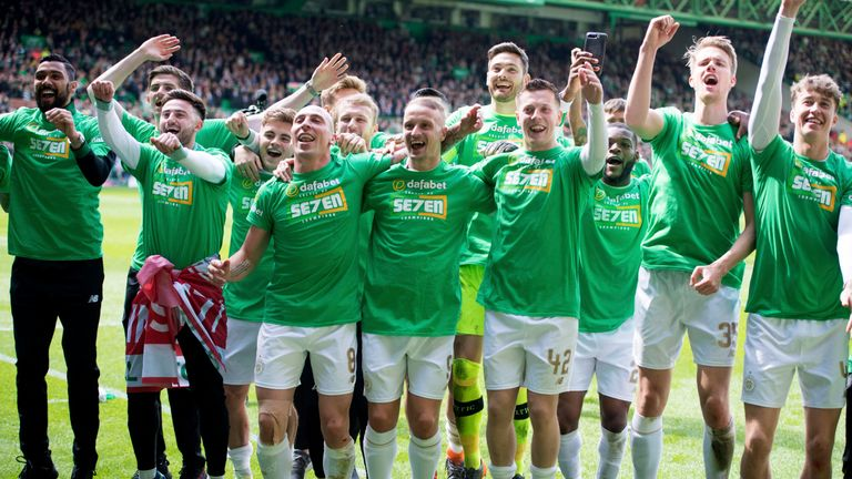 Celtic celebrate after clinching the Scottish Premiership title
