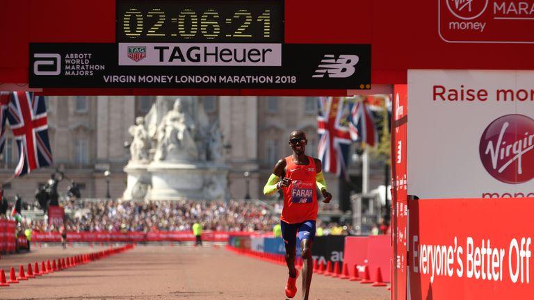Mo Farah broke a 33-year-old British record in finishing third at the London Marathon
