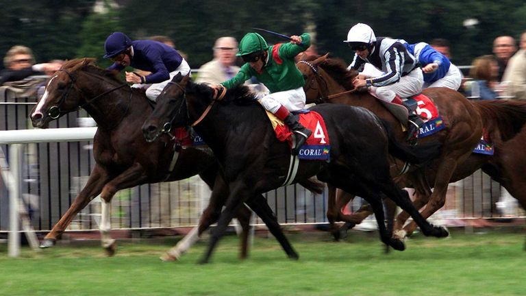 Giant's Causeway (left) wins the 2000 Coral Eclipse after a dramatic battle