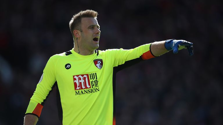Artur Boruc has signed a one-year extension on his Bournemouth contract