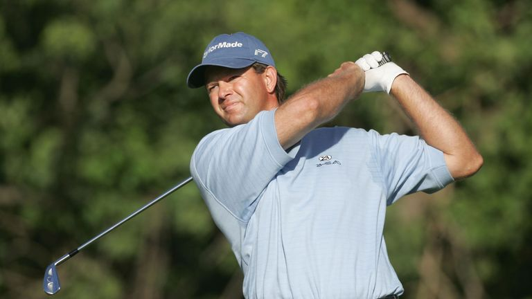 Goosen held off Phil Mickelson to win by two shots