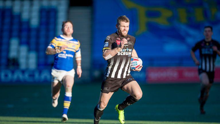 Rhys Hanbury attacks for Widnes