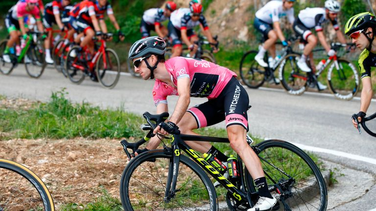 Simon Yates extended his overall lead in the pink jersey