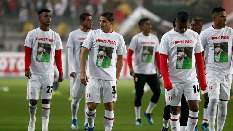 Players of Peru warmed up wearing a t-shirt supporting Paolo Guerrero prior to the international friendly match with Scotland on May 29