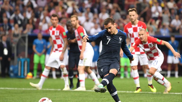 Antoine Griezmann's penalty makes it 2-1 to France