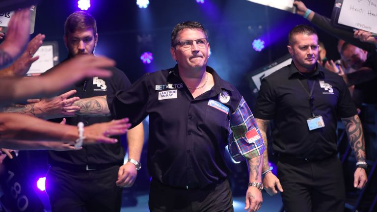 Gary Anderson crashed out of the Grand Slam of Darts semi-finals in 2016 and 2017