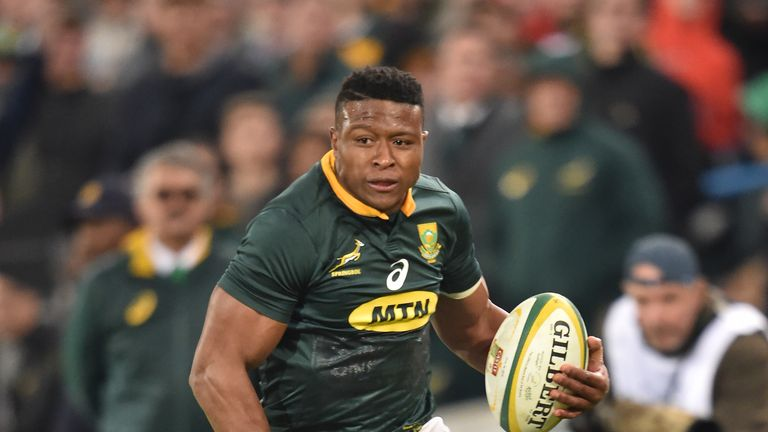 Aphiwe Dyantyi scored either side of half-time for the Springboks