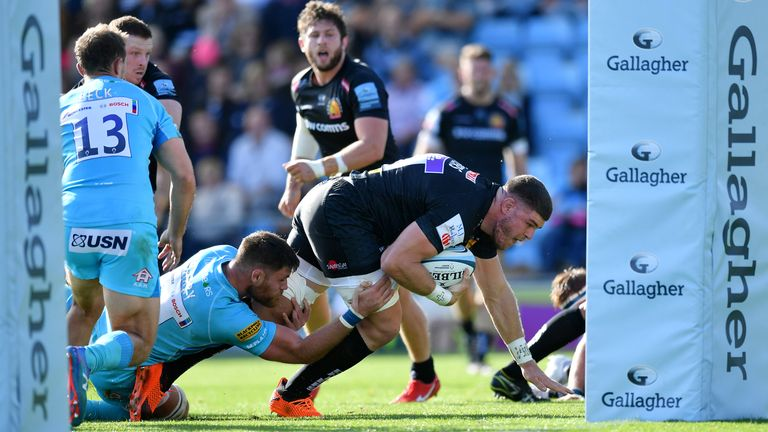 Dave Ewers of Exeter Chiefs scores his side's second try